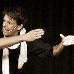 Kabarettist und Akrobatik